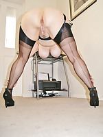 Sexy Mature Lady Shows off Her Nylons